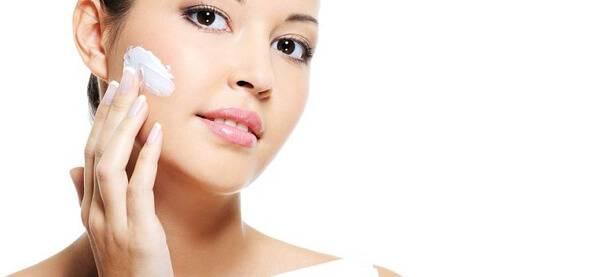 Utiliser gel feuille Aloe Vera visage